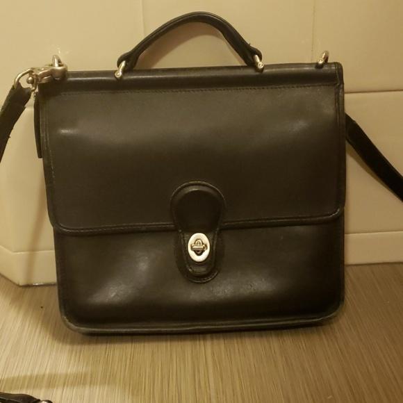 Coach Handbags - Vintage Coach Willis messenger crossbody